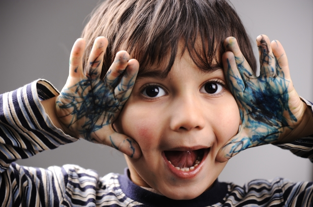 excited-little-boy-with-messy-color-hands_StarYTSj.jpg